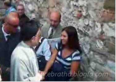 دست دادن خاتمی با دختران ایتالیایی